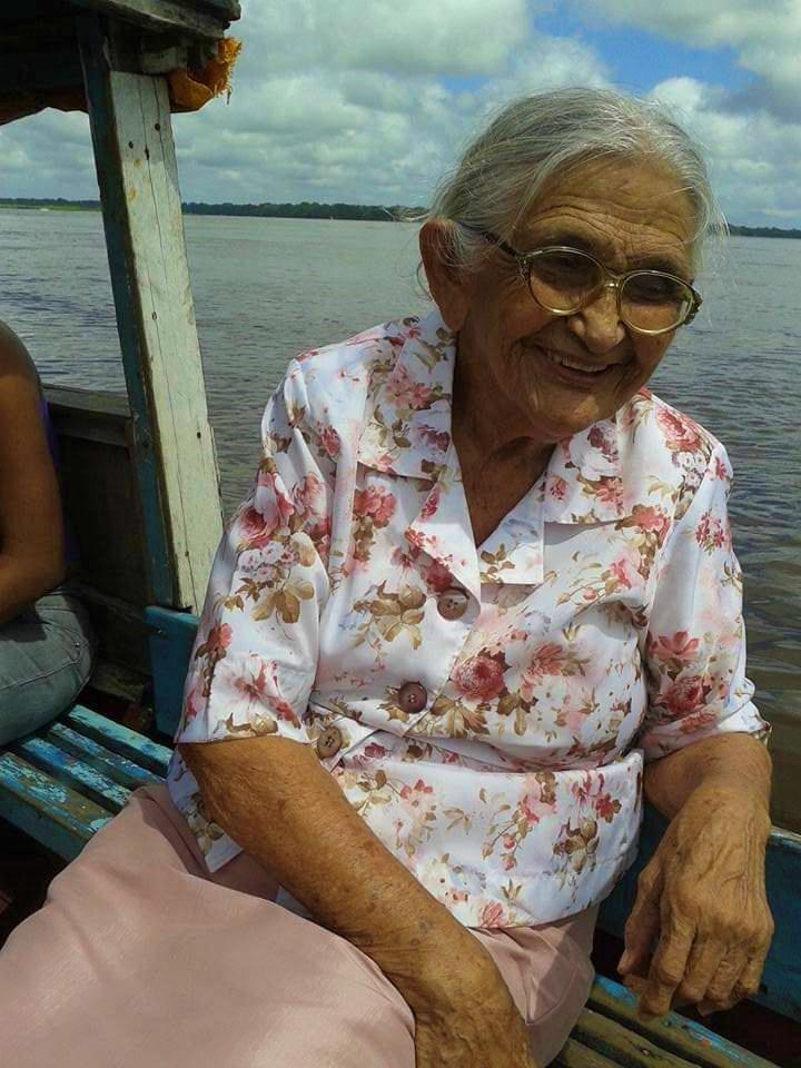 Dona Maria da Luz está sempre sorridente e de bom humor