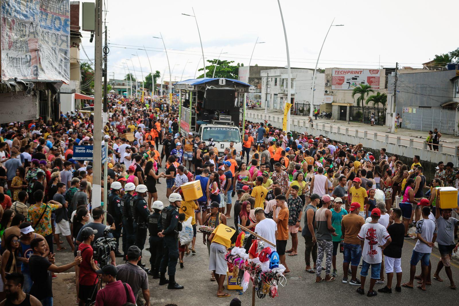 Pré-carnaval da Cidade Velha leva milhares de pessoas às ruas de Belém
