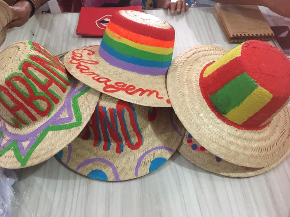 Chapéus cabanos para o cortejo