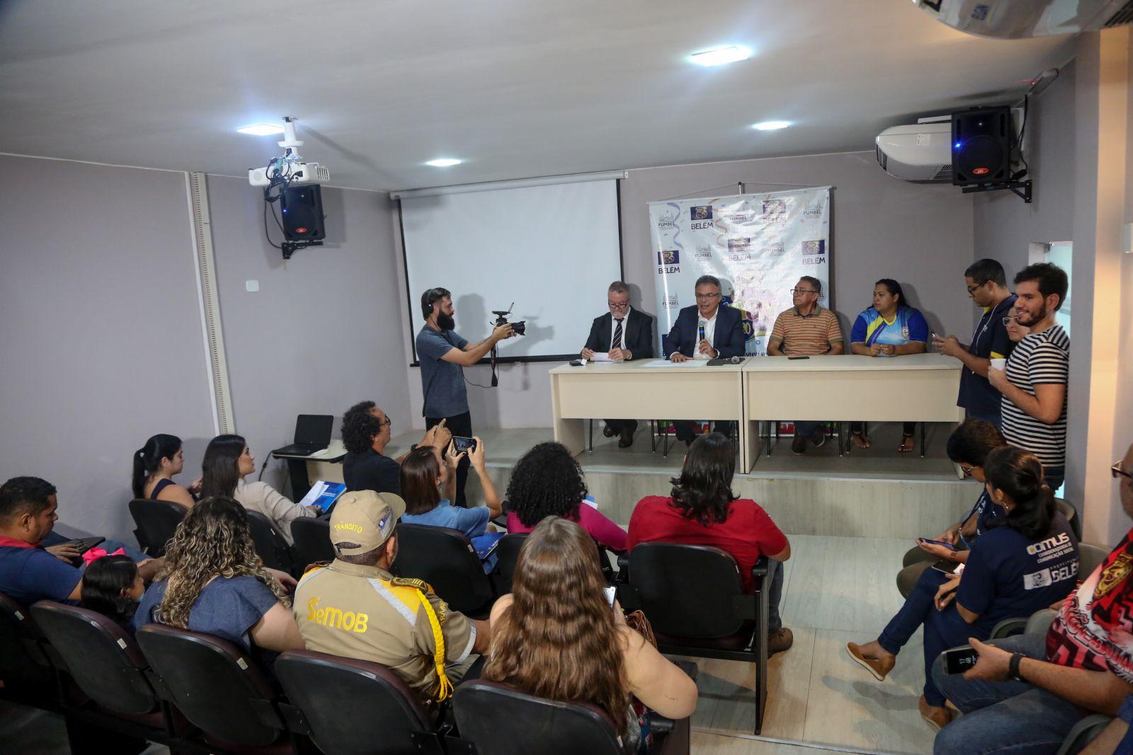 Durante a coletiva, o prefeito Zenaldo Coutinho falou da homenagem ao poeta Ruy Barata