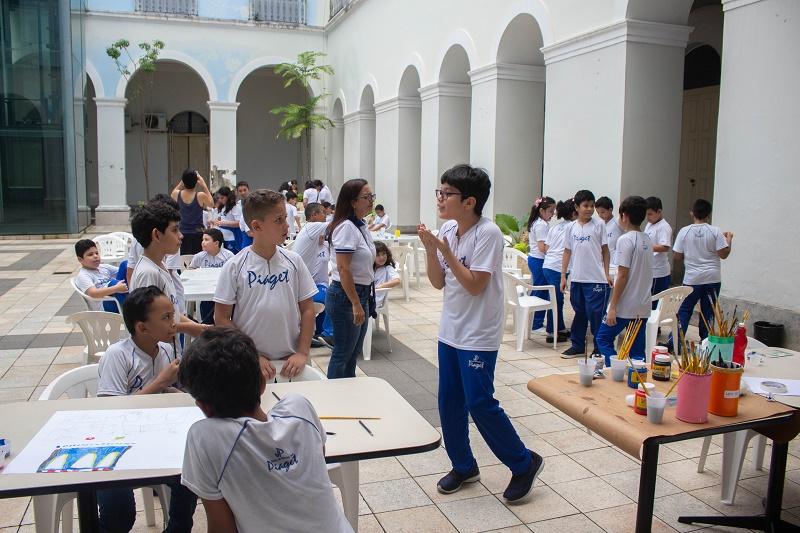 Crianças participam de visitas educativas no MABE
