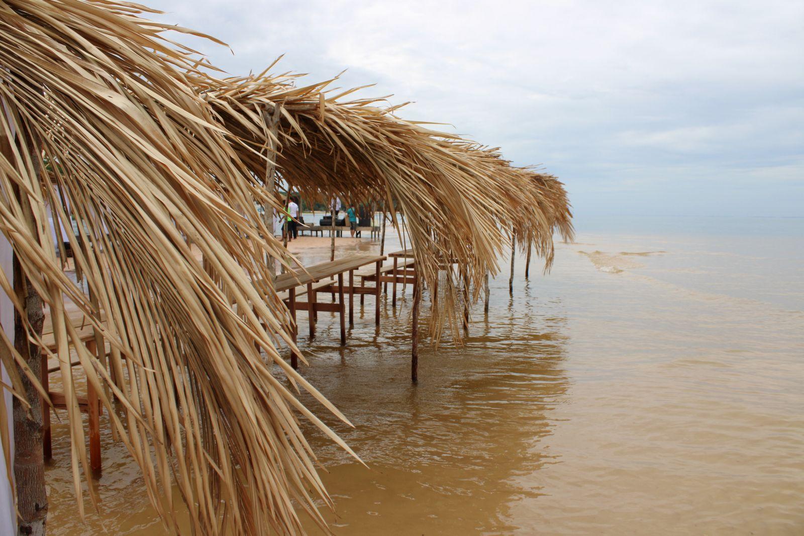 Praia do Caranapari, em Santarém (foto: Elck Oliveira)