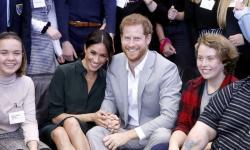 Rainha Elizabeth II convoca reunião para discutir decisão de duques