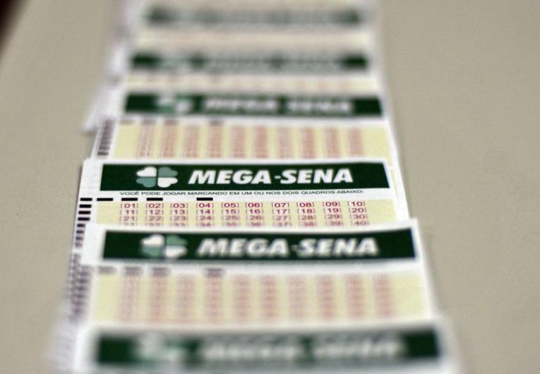 Mega Sena acumula e vai pagar 32 milhões na terça-feira