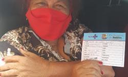 Dona Onete é vacinada na campanha contra covid-19 em Belém