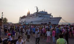 Maior livraria flutuante do mundo chega a Belém