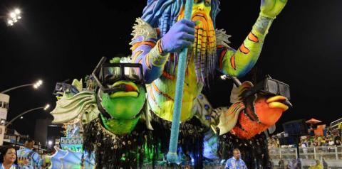 Desfile das escolas de samba consolida Carnaval paulistano