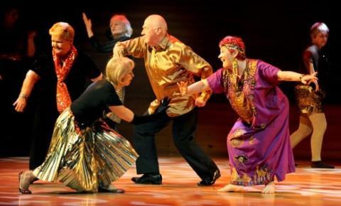 A prática teatral no envelhecimento: uma parceria a favor do idoso