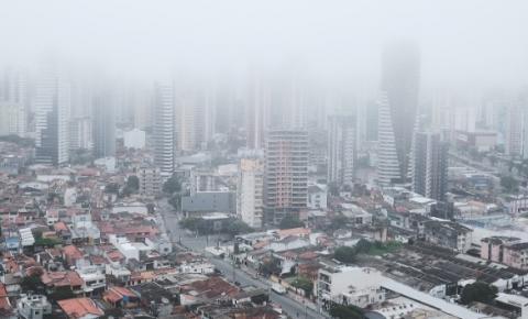 Névoa cobre a manhã de Belém