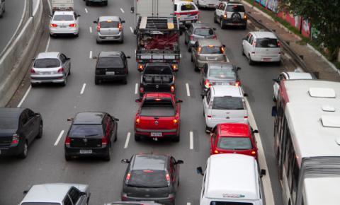 Associação alerta motoristas sobre riscos no trânsito durante Carnaval