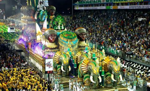Sete escolas desfilam na primeira noite do Carnaval de SP