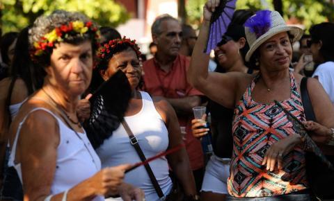 Folia segue no carnaval de rua do Rio de Janeiro