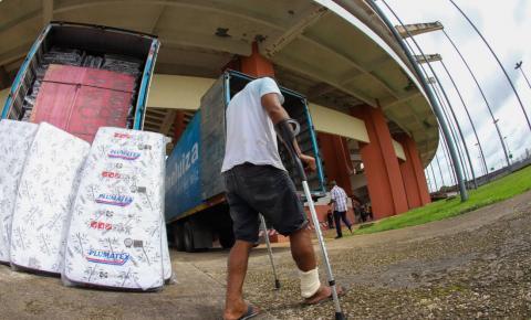 Equipes do Detran recebem doações para abrigados no Mangueirão