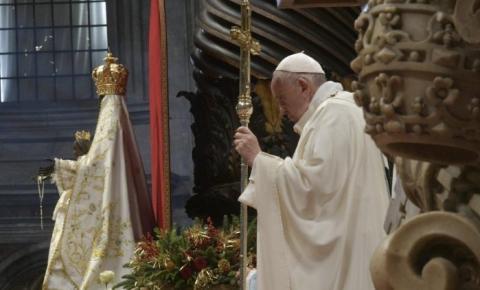 Papa Francisco reza pela união da Europa