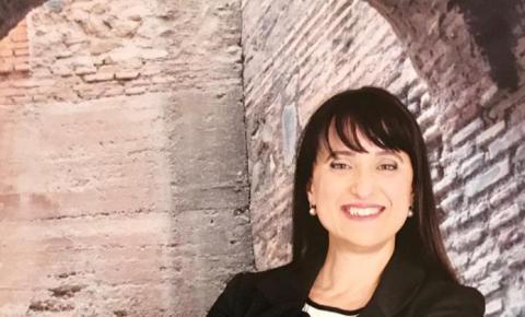Jornalista Andreia Salles lança livro ambientado em Veneza