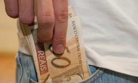 Servidores estaduais vão receber parte do 13º salário em outubro