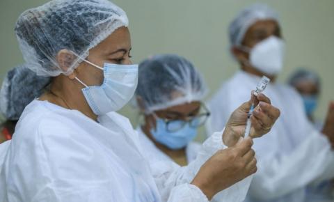 Belém vacina profissionais da educação e realiza mutirão para vacinar pessoas a partir de 45 anos
