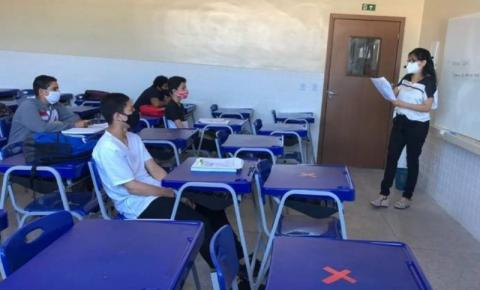 Novo grupo de alunos volta às aulas presenciais na segunda-feira (16)