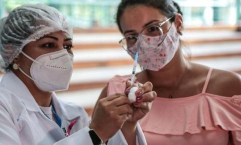 Confira quem se vacina contra a covid-19 nesta sexta-feira