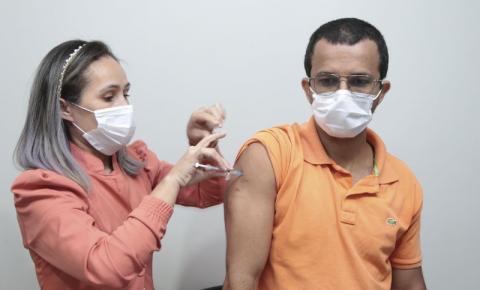 Confira quem se vacina contra a covid-19 nesta terça-feira