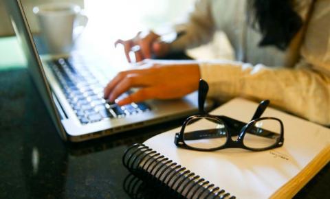 Professores da educação infantil têm qualificações online