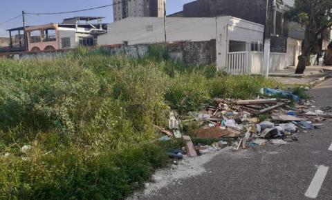 Lixão na passagem São Miguel, no bairro do Jurunas