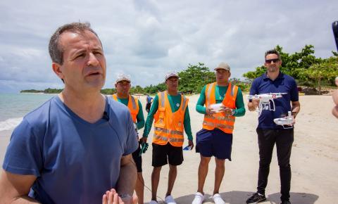 Voluntários criam alternativas para minimizar os danos das manchas de óleo que atingiram Porto Seguro