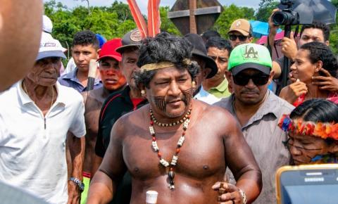 Índios e ribeirinhos interditam barragem sobre o rio Tocantins no complexo da Usina Hidrelétrica de Tucuruí