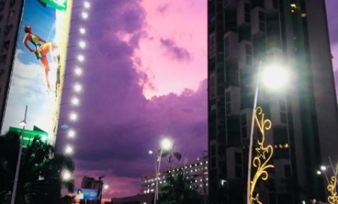 Sol se pôs com tons de rosa na Av. Doca de Souza Franco